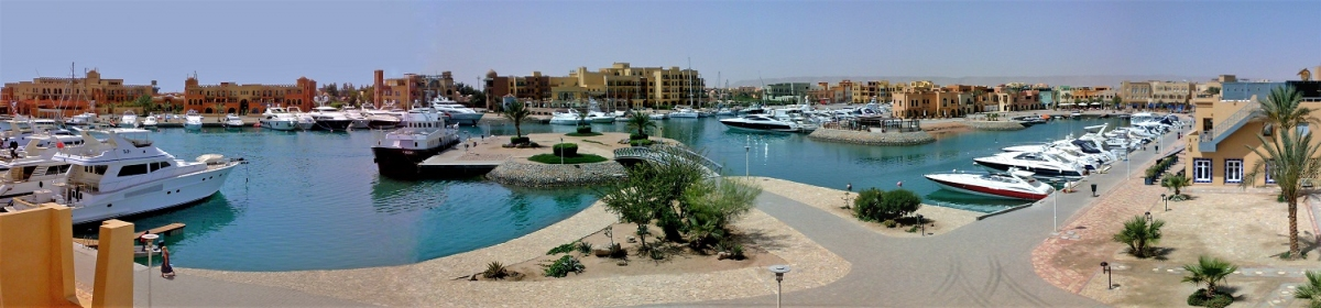 Panorama der Abu Tig Marina in El Gouna (Oceco (Wikimedia))  CC BY-SA  License Information available under 'Proof of Image Sources'