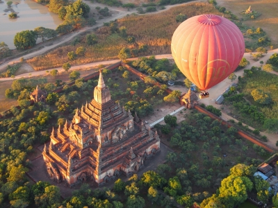 Balloons over Bagan (Myanmar 2013) (Paul Arps)  [flickr.com]  CC BY  License Information available under 'Proof of Image Sources'