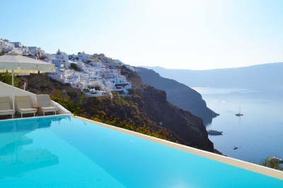 Santorini Pool (Bonum Vinum)  [flickr.com]  CC BY-ND  License Information available under 'Proof of Image Sources'