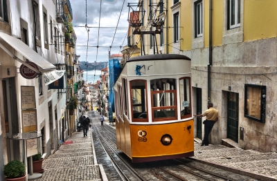 Uphill Lisboa (Yellow Tram) (Ann Wuyts)  [flickr.com]  CC BY  License Information available under 'Proof of Image Sources'